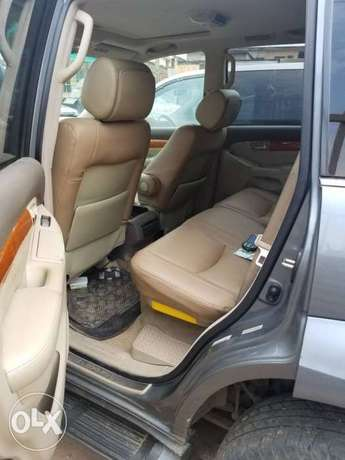 Super clean naija used Lexus Gx470 for 3.2m Ikeja - image 4