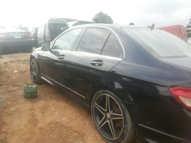 Neat 011 mercedes c350 for sale Ikeja - image 7