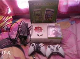 Xbox 360 for sale 2controlers,hd cable ,2games R1300 not neg