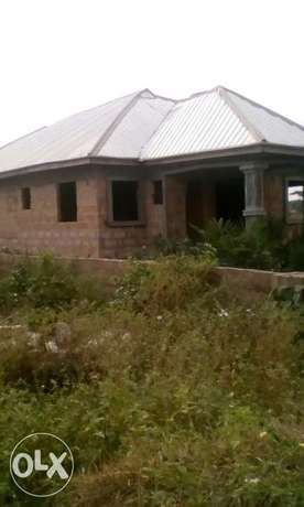 4bedrooms Bungalow with Aluminum roof, all ensuit Benin City - image 1