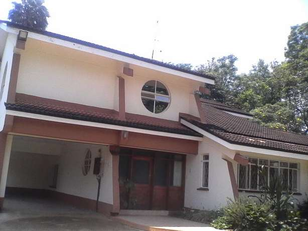 An outstanding 5 bedroom house for rent in Runda Hurlingham - image 2
