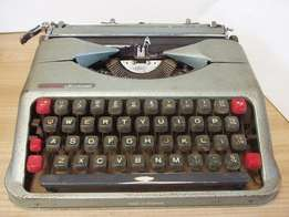 Portable Empire Aristocrat Typewriter - Vintage - made in England - R