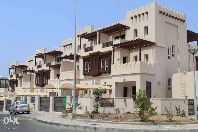 Luxury 5 Bedrooms+Swimming Pool & Maid Room Villa in Al Qurm For Rent