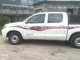 Clean Toyota Hilux.2006model. In perfect condition
