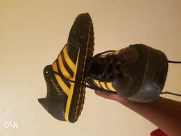 Signiture puma black and yellow