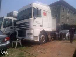 Tokunbo DAF trailer head for urgent sale.