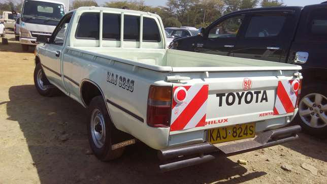Toyota hilux for quick sale Pangani - image 2
