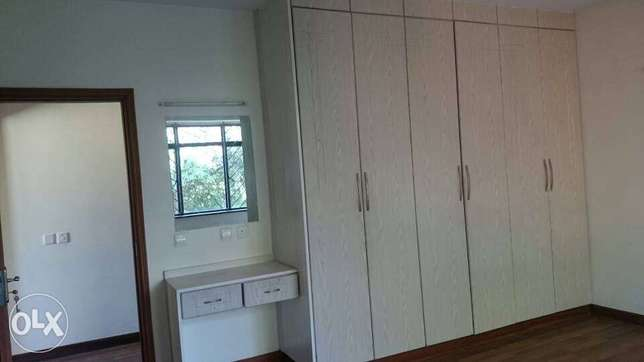 Three Bedroom Apartment with Sq in Kilimani. Spacious, Secured Kilimani - image 3