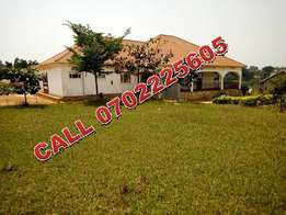 State house like 5 bedroom mansion for sale in Gayaza at 350m,