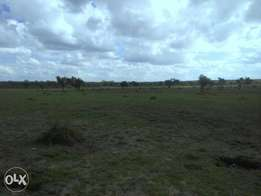 Athi river touching msa rd 50 acres opp Golden Africa 18m/per acre.