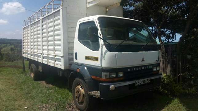 Quick sale! Extremely clean Mitsubishi FH KBD truck available at 2.4m Nairobi CBD - image 4