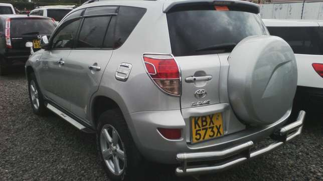 Very clean Toyota Rav4, ksh 1,500,000. Hurlingham - image 3