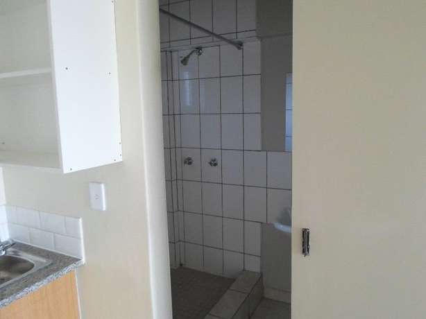 1 / 2 besroom appartment florida Roodepoort - image 3