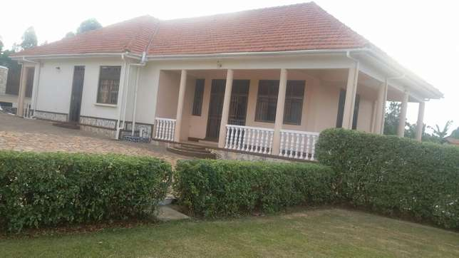 Quick sale,English house Mbarara - image 6