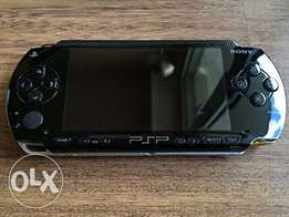 Playstation portable PSP X UK clean with 8gb memory plus 30 free games