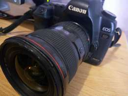 5D Mark II ( Body, strap, charger and 3 batteries)