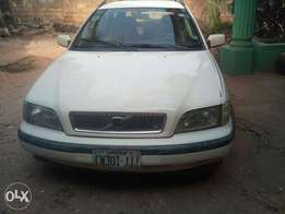 Manual Volvo V40, with Air condition working perfect.