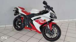 Yamaha R-1 Red & White :.