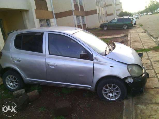 Toyota Vitz kax auto 1000cc small accident asking 170k Parklands - image 4