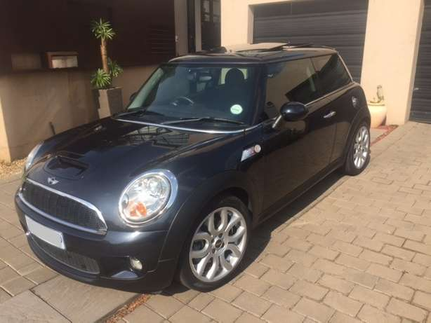 2008 Mini Cooper S 76000km Manual Pan Roof reduced price Sandton - image 6