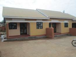 Two self contained bed room at 350000 in Bukasa-Bweyogerere