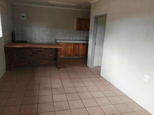 To Rent! 2 Bedroom, 1 Bathroom flat just outside Tzaneen. Tzaneen - image 3