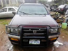 Nissan Pathfinder,1999 Model