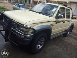 Toyota hilux double cab, with 3l diesel engine.