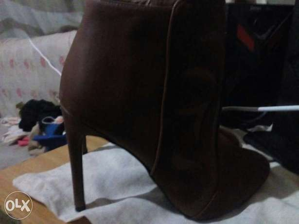 am selling these boots at 5000 bob Kitengela - image 2