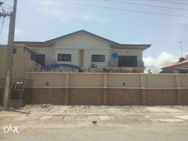 TO LET: 3 Numbers 3 B/R Flats (Serviced Apartments) Lagos Mainland - image 1