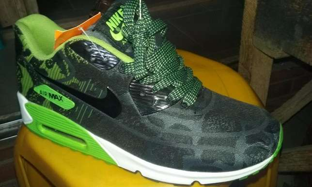 Nike Air Max Sneakers (Green & Black Design) Lagos Mainland - image 2