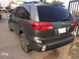Very clean sharp Toyota Siena for sale