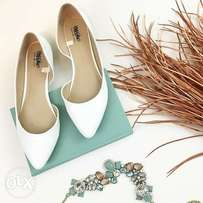 Mossimo White Pointed-Toe Shoe