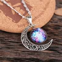 Pendants and necklaces in stock 750