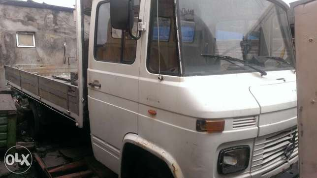 Tokunbo 608 Mercedes Benz truck with half sided body Amuwo Odofin - image 1