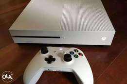 Selling my XBOX ONE S / with 6 new GAMES /2 controllers/and my account