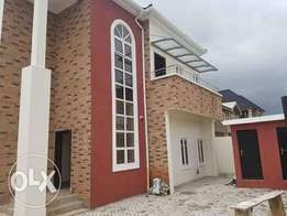 4bedroom duplex with a room bq magodo ph 1 75m net title c/o .