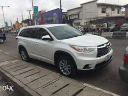 Newly registered Toyota Highlander, with factory fitted AC. Low milage