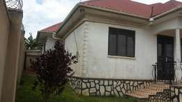 House on sell in kira Nsasa