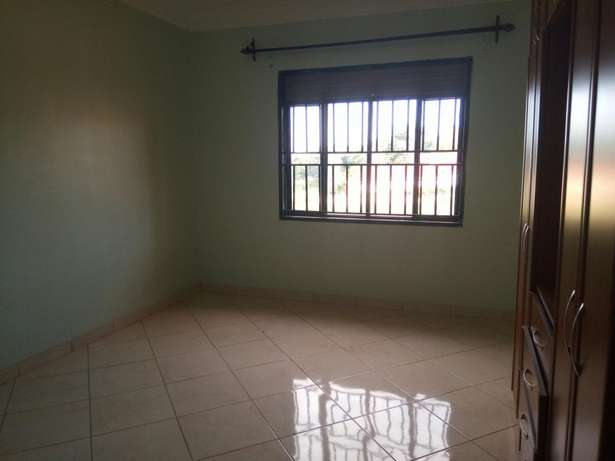 Beautiful 2 bedroom to rent Bukasa. 1.1m ugx Kampala - image 6