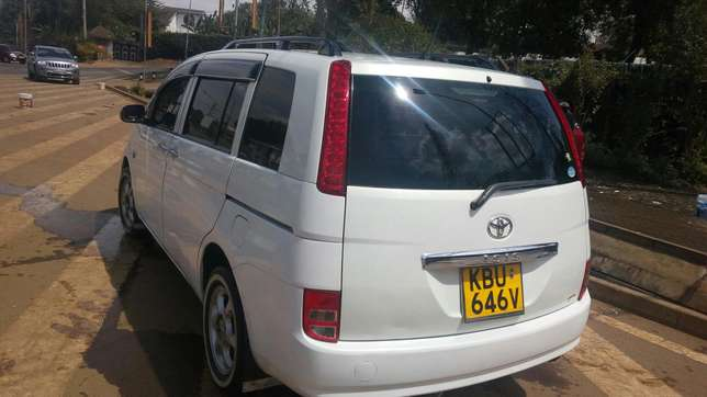 A clean Toyota Isis on quick sale. Kileleshwa - image 4