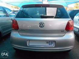 Excellent 2014 VW polo Sunroof 65,000km comfort line