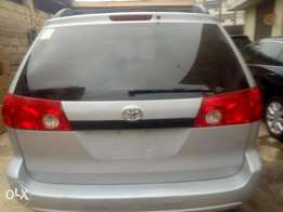 Foreign used Toyota sienna 2007 model