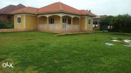 Anice 4bedroomed house for sale in nansana-naluvule at 350m