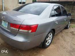 Neatly used Hyundai sonata 2005 model