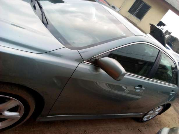 Extremely clean Toyota Camry sport Edition Lagos - image 3