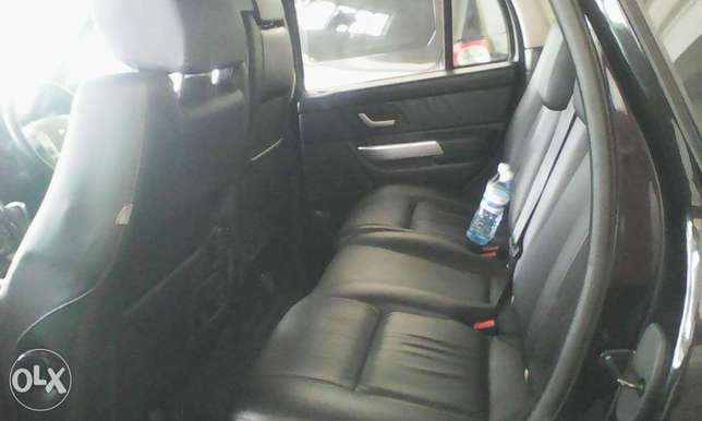 Range Rover 2700 cc X UK loaded with sunroof Mombasa Island - image 5