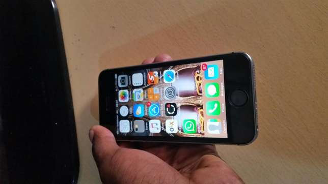 IPhone 5s 16gb (grey) 20k negotiable Donholm - image 1