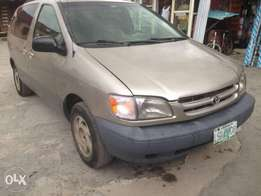 Registered Toyota Sienna 2000model First paint
