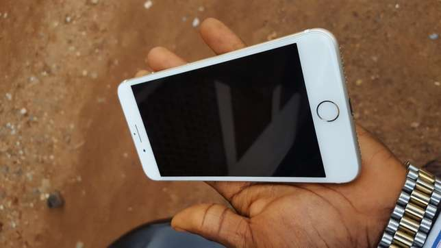 128gb mint factory unlocked gold iPhone 7plus for a low price Osogbo - image 1